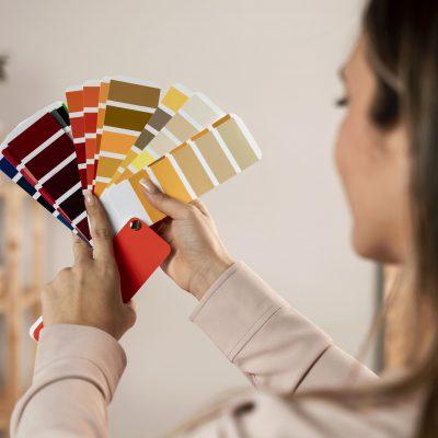 close-up-woman-holding-colour-palette