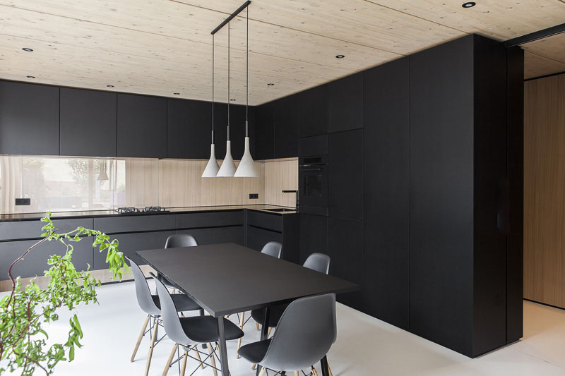 Black color in the kitchen